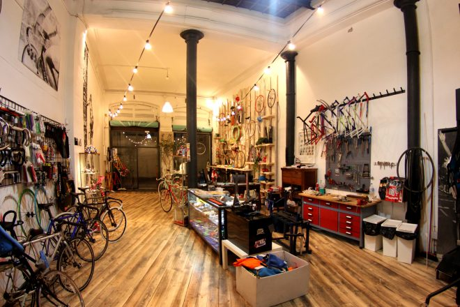 Barcelona Bikes: Fixed Gear Bikes are Hipsterific! Image