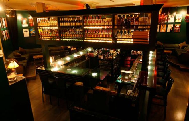 People's Lounge – Gay Bars in Barcelona Image
