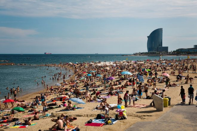 Barcelona vs Airbnb : the city's fight against mass tourism Image